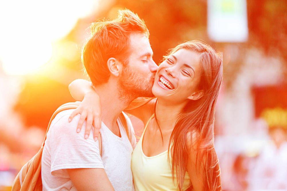 情侣图片:想和你一起牵手旅行