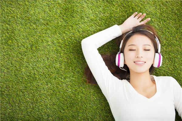 一个人安静的听音乐
