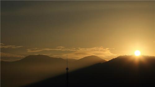 阳光明媚的早晨图片